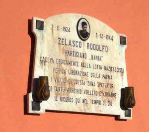 """Lapide in memoria del partigiano """"Barba"""" (Rodolfo Zelasco)"""